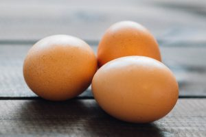 eat organic eggs to avoid obesogens