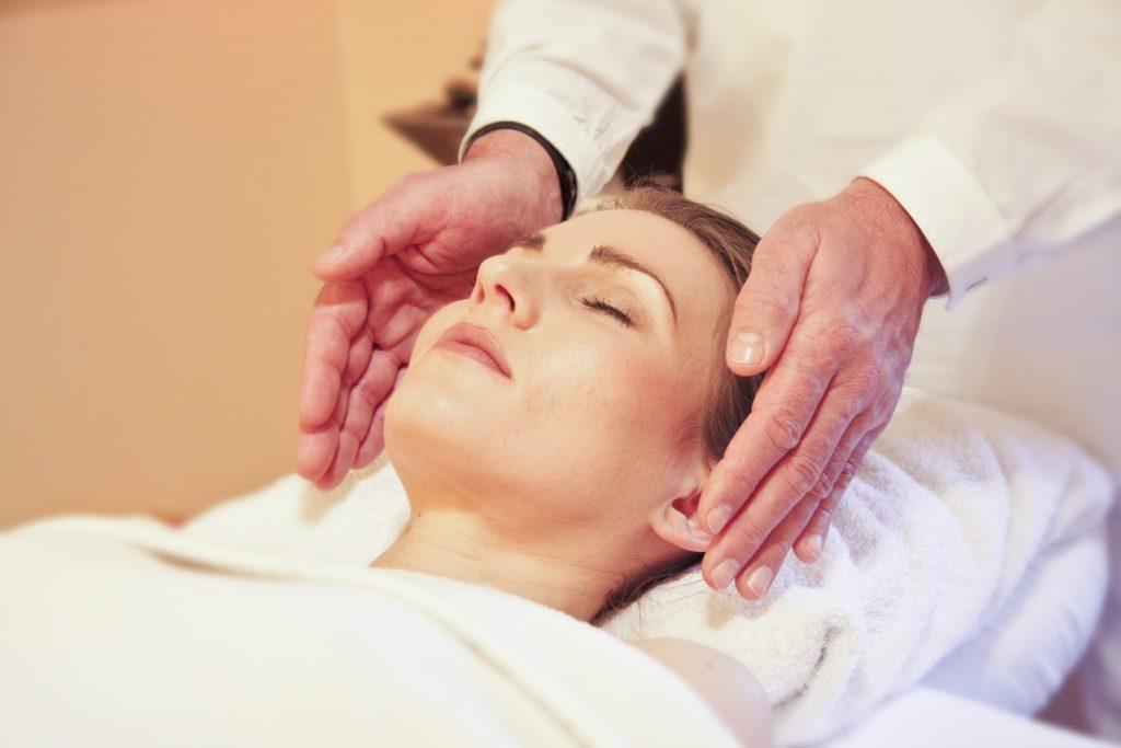 reduce puffy eyes with massage
